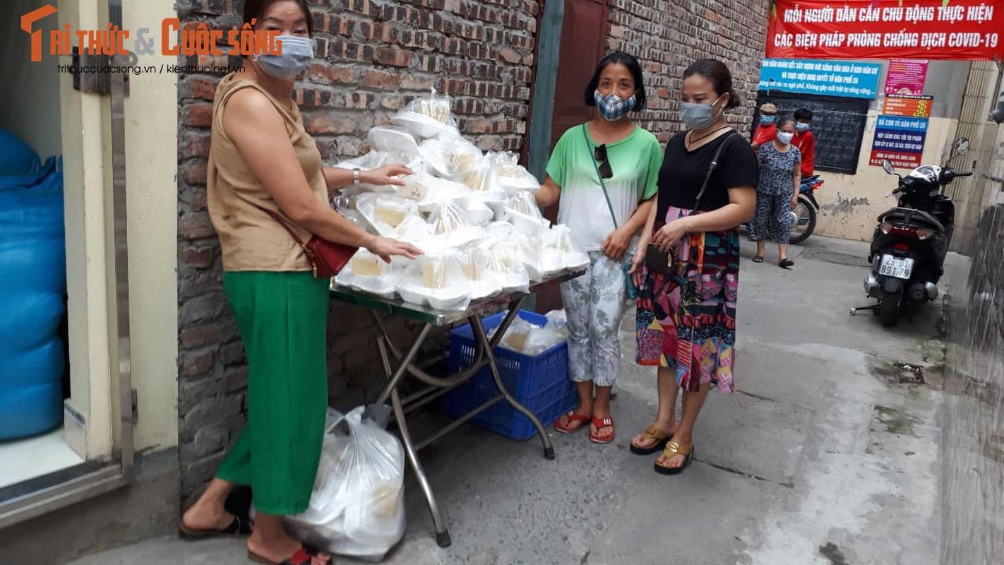 Dich COVID-19: Benh nhan xom chay than am long nhan suat com mien phi-Hinh-4