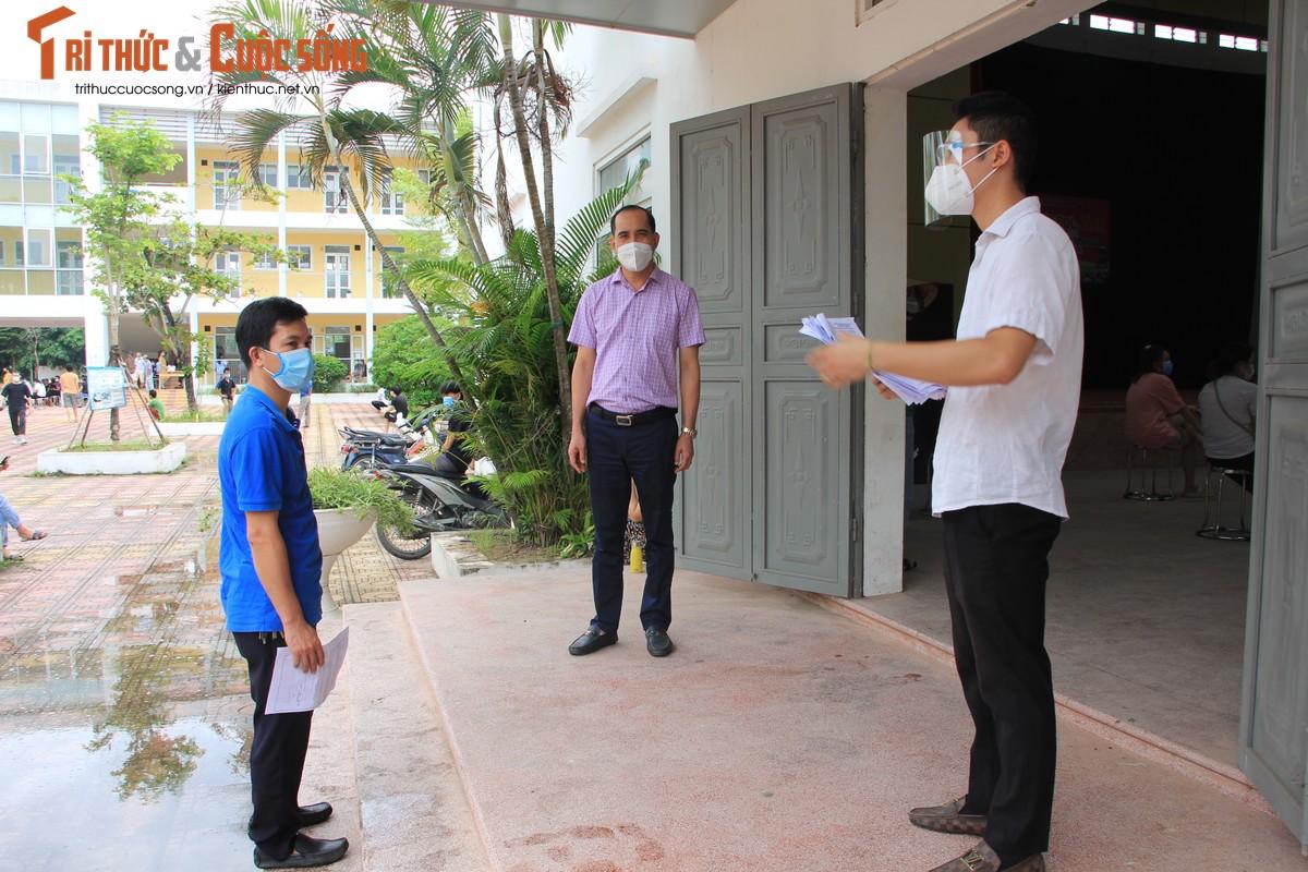 """Can canh nguoi dan Ha Noi """"rong ran"""" cho tiem vac xin-Hinh-2"""