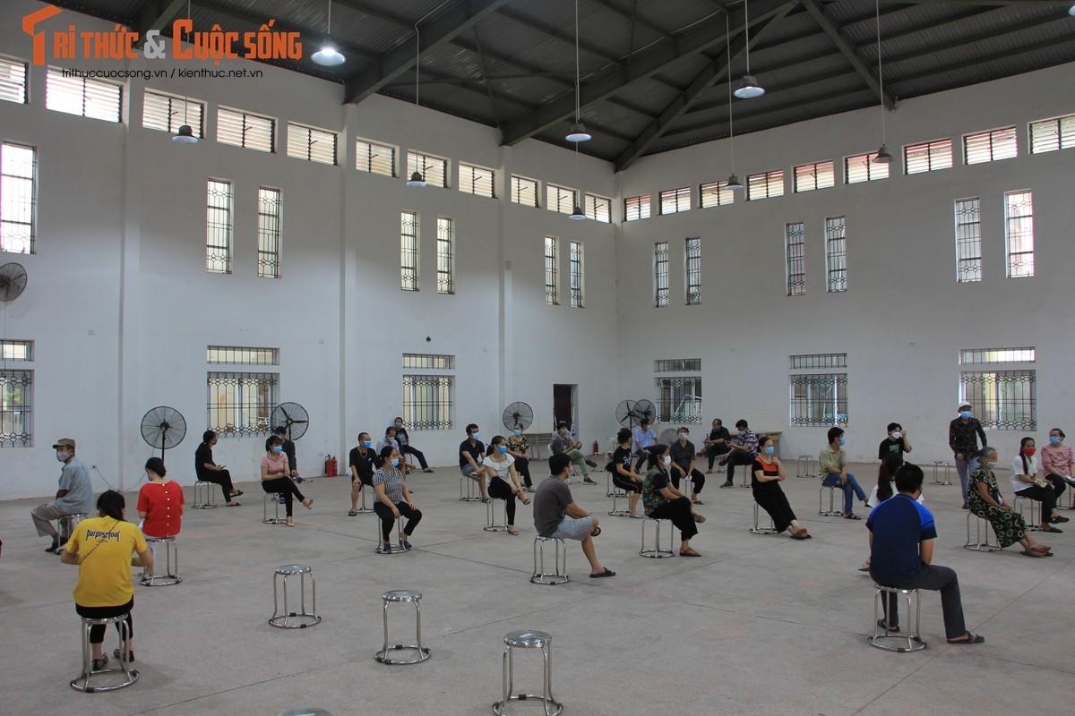"""Can canh nguoi dan Ha Noi """"rong ran"""" cho tiem vac xin-Hinh-3"""