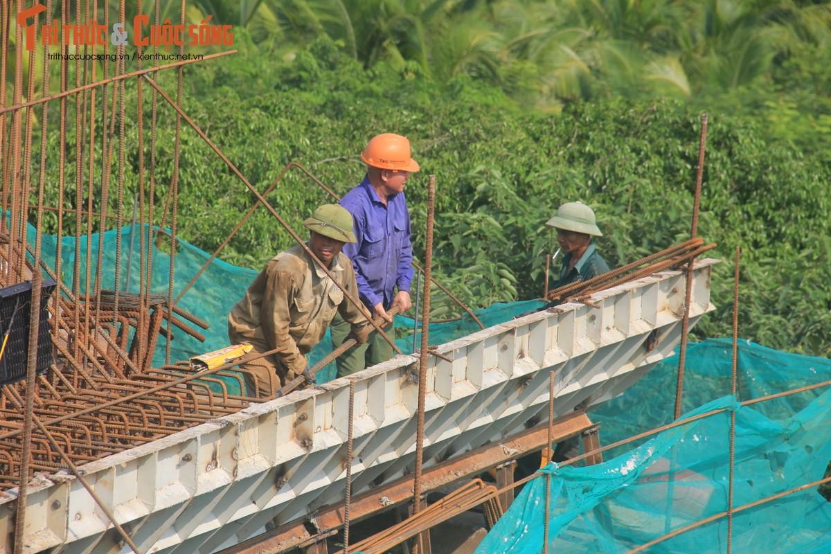 Toan canh Cau Vinh Tuy 2 vuot song Hong sau 8 thang thi cong-Hinh-13