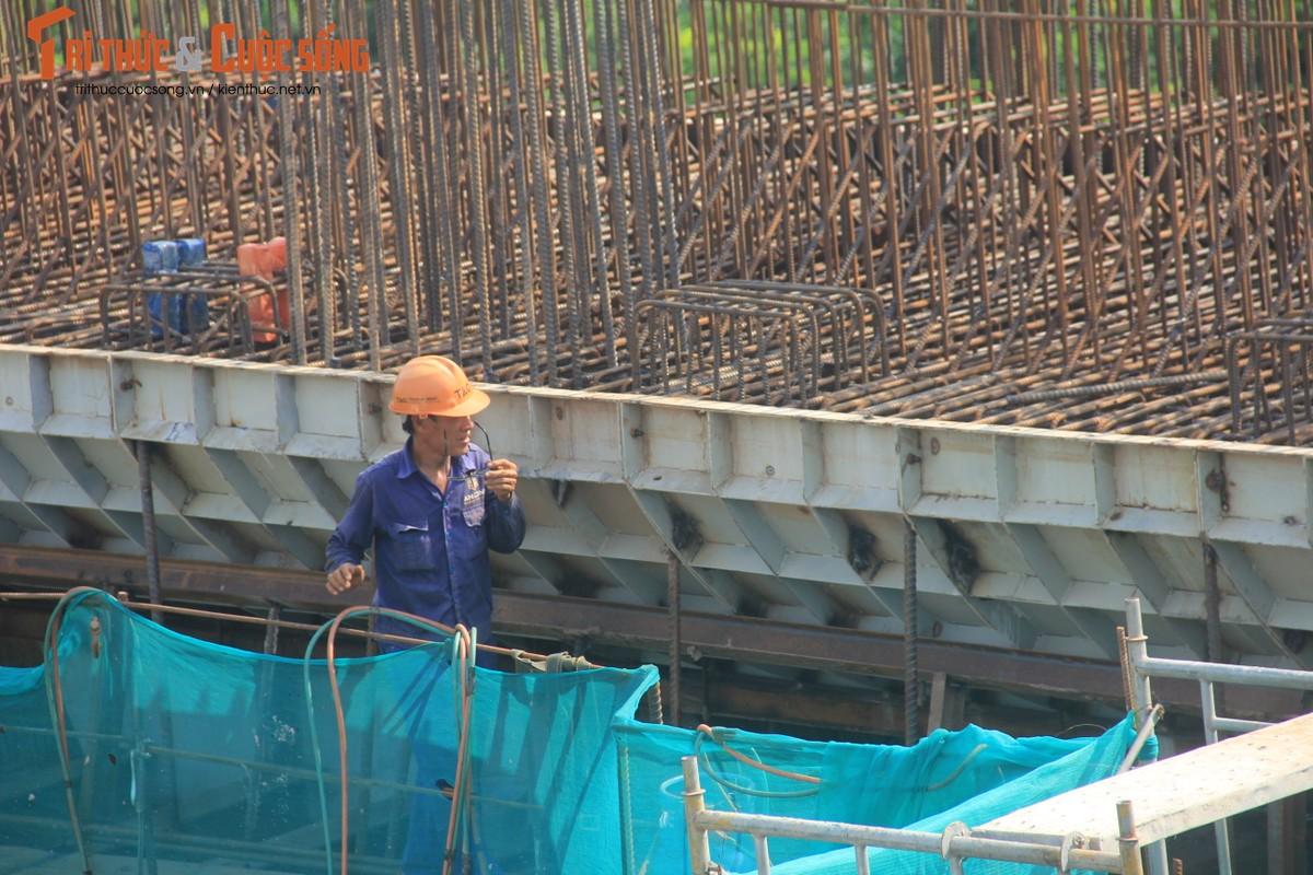 Toan canh Cau Vinh Tuy 2 vuot song Hong sau 8 thang thi cong-Hinh-14