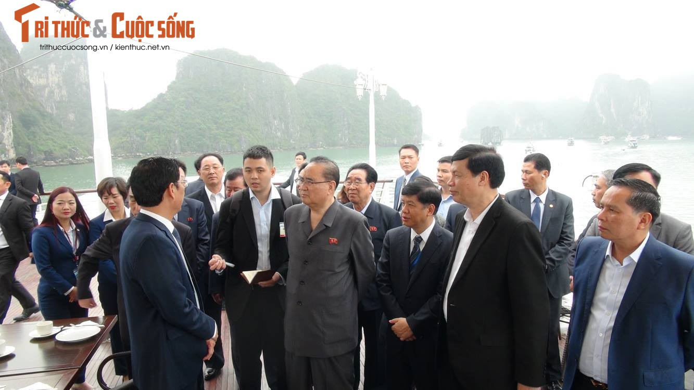 Anh: Du thuyen dua doan lanh dao cap cao Trieu Tien tham quan Vinh Ha Long-Hinh-3