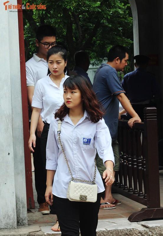 Anh: Si tu keo den Van Mieu cau may truoc ngay thi THPT Quoc gia-Hinh-13