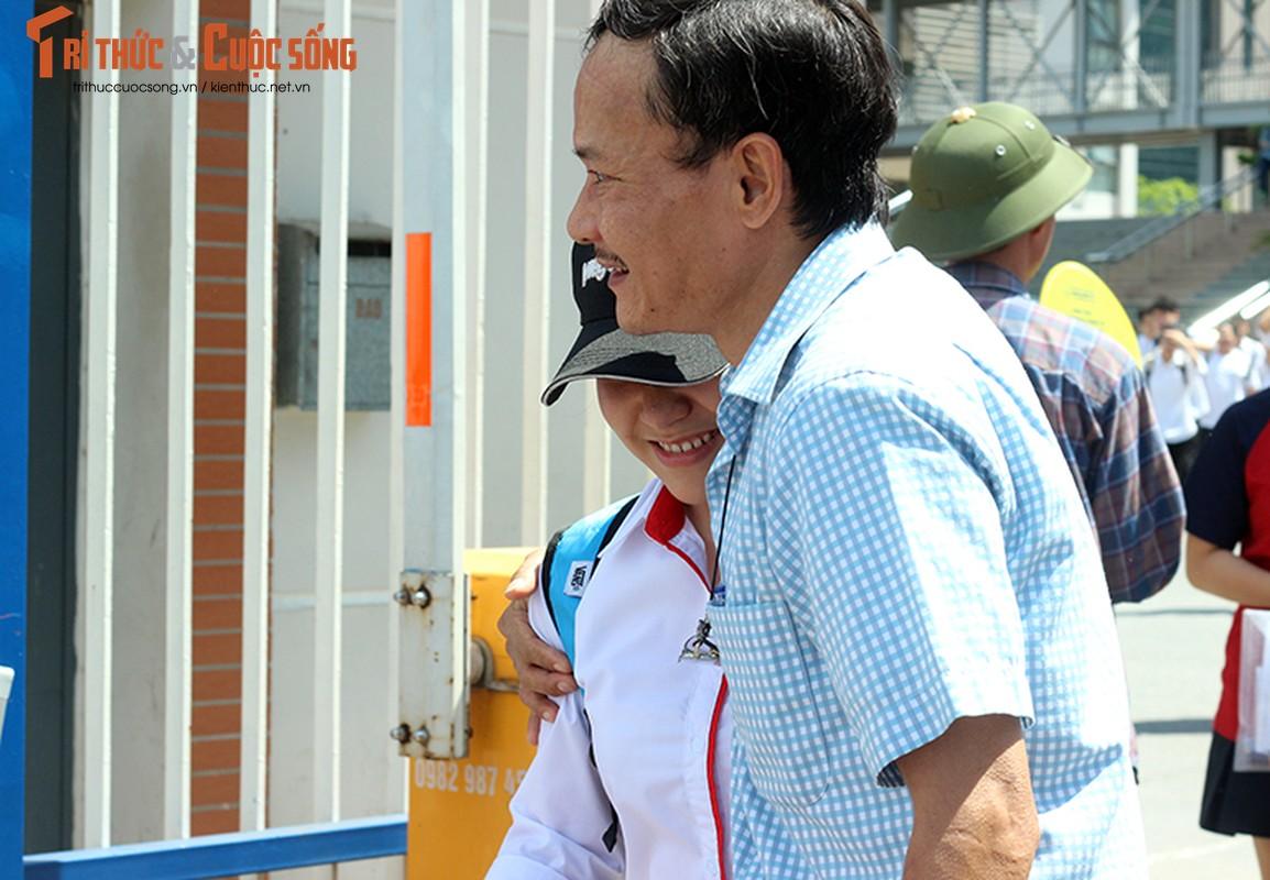 Anh: Thi sinh tho phao voi de thi mon Ngu van THPT Quoc gia-Hinh-7