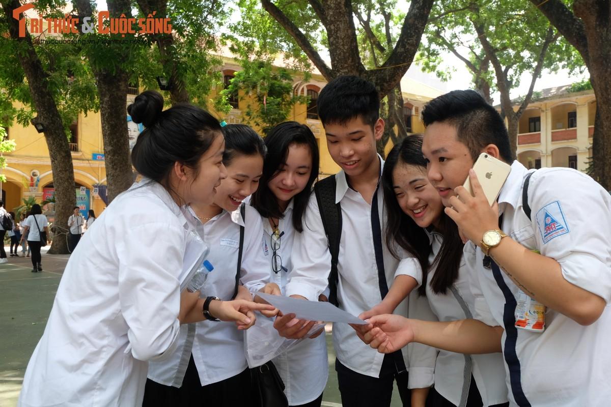 Anh: Thi sinh tho phao voi de thi mon Ngu van THPT Quoc gia-Hinh-11
