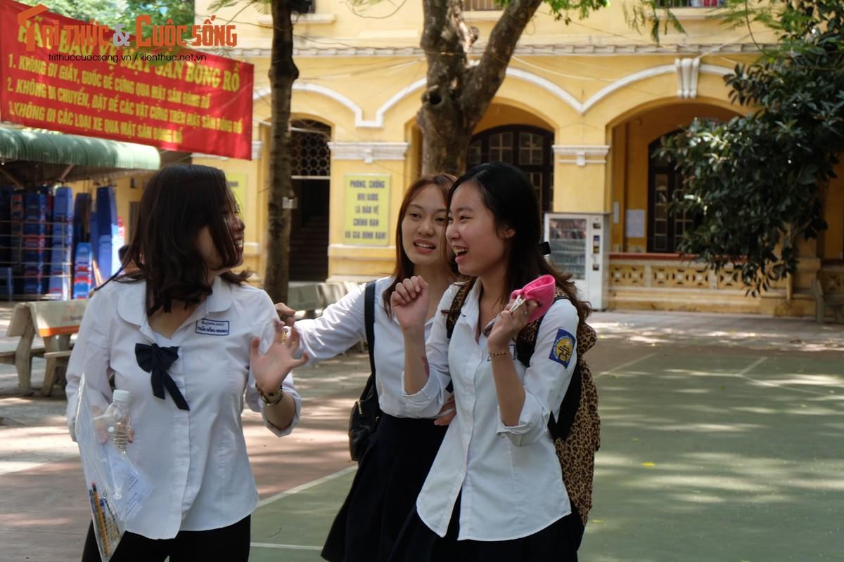 Anh: Thi sinh tho phao voi de thi mon Ngu van THPT Quoc gia-Hinh-12