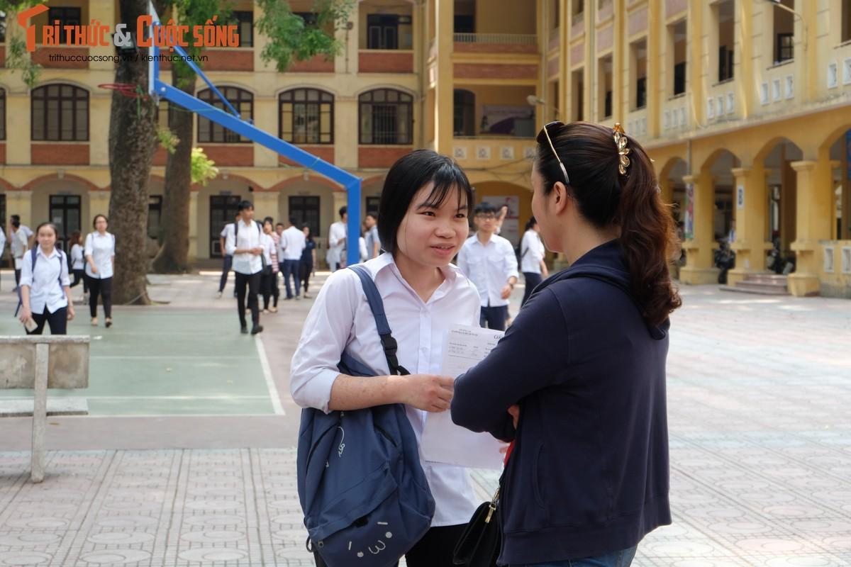 Anh: Thi sinh tho phao voi de thi mon Ngu van THPT Quoc gia-Hinh-14