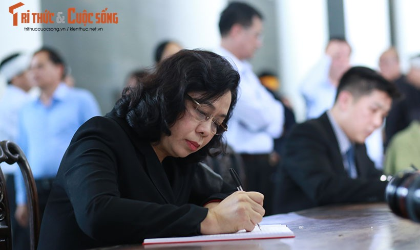 Nghen ngao le tang cu ba hien hon 5.000 luong vang cho nha nuoc-Hinh-17