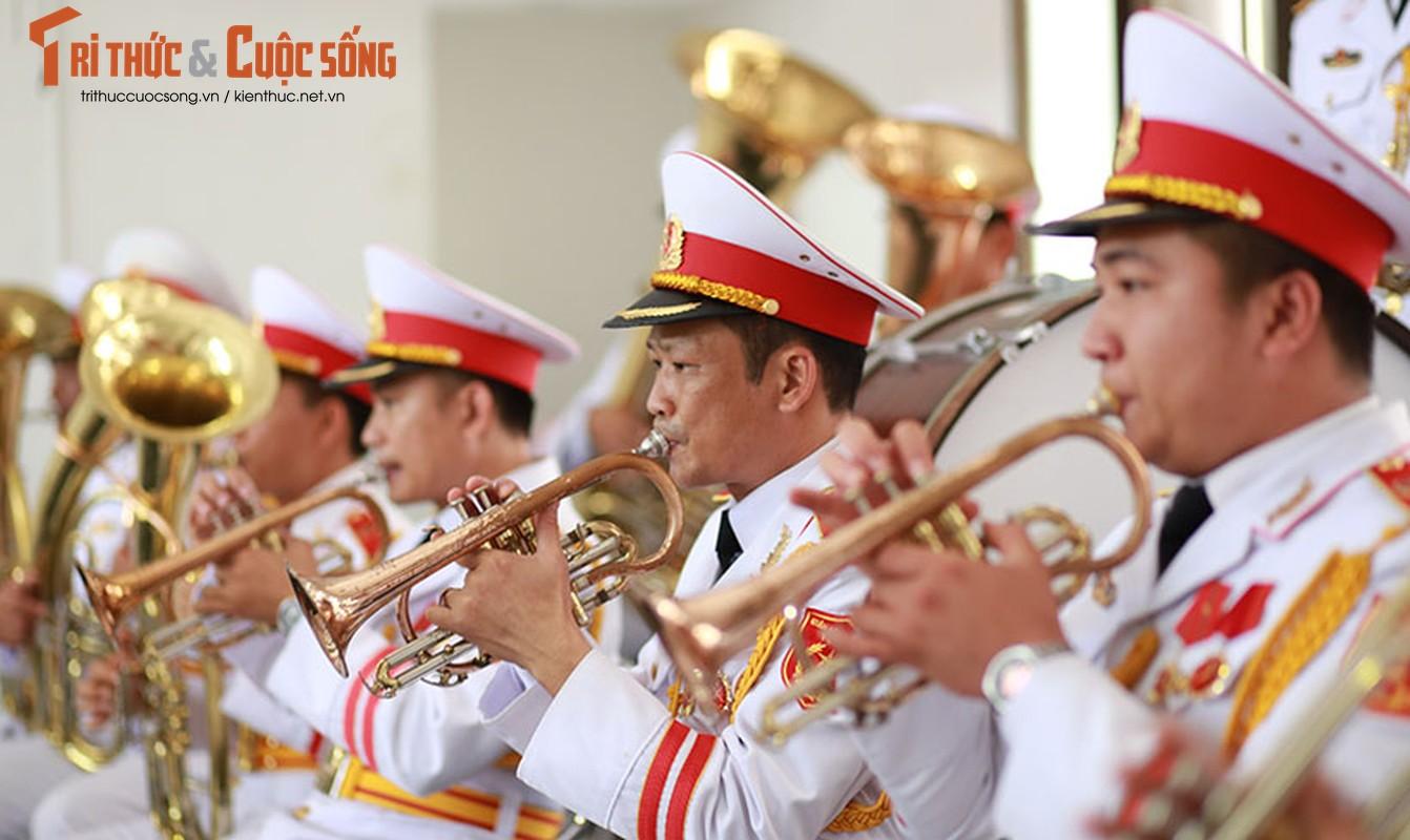 Nghen ngao le tang cu ba hien hon 5.000 luong vang cho nha nuoc-Hinh-2