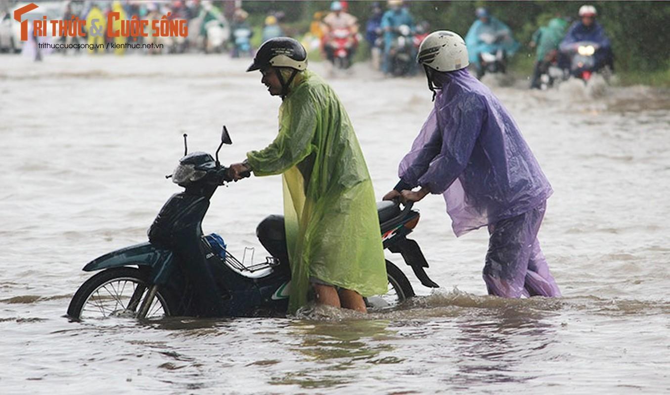 Anh: Mua suot dem, duong Ha Noi ngap sau trong bien nuoc-Hinh-15