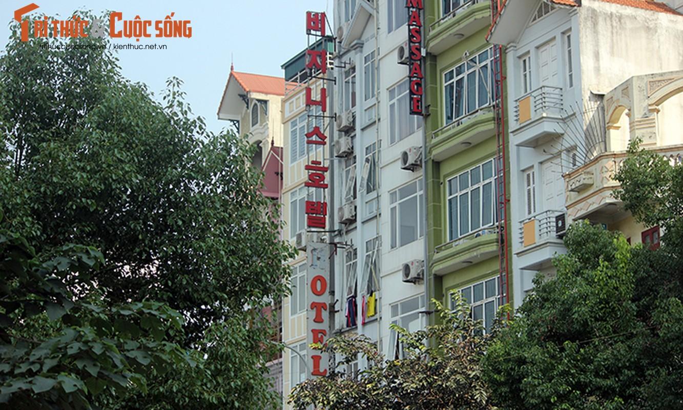 Bien hieu tieng Trung Quoc, Han Quoc nhan nhan tren pho Ha Noi-Hinh-2