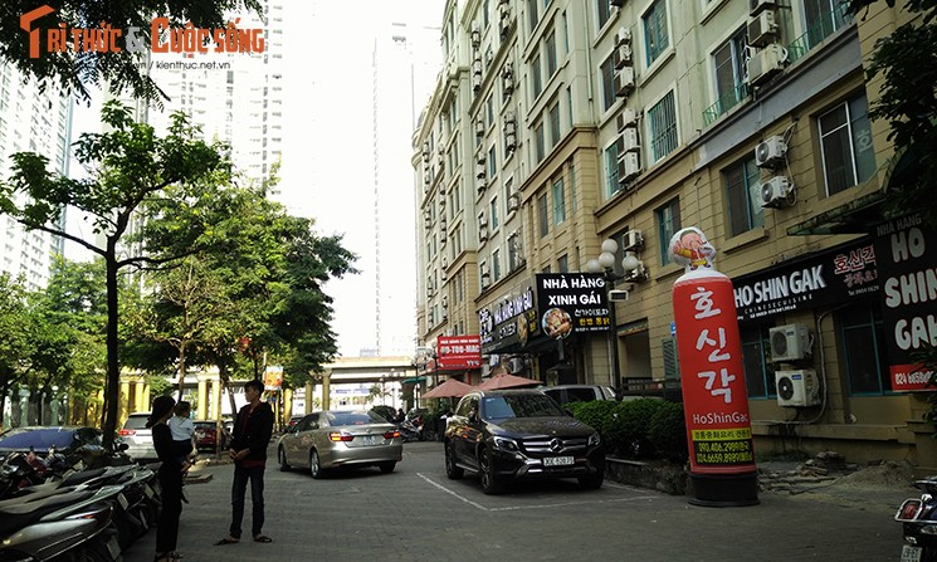 Bien hieu tieng Trung Quoc, Han Quoc nhan nhan tren pho Ha Noi-Hinh-6