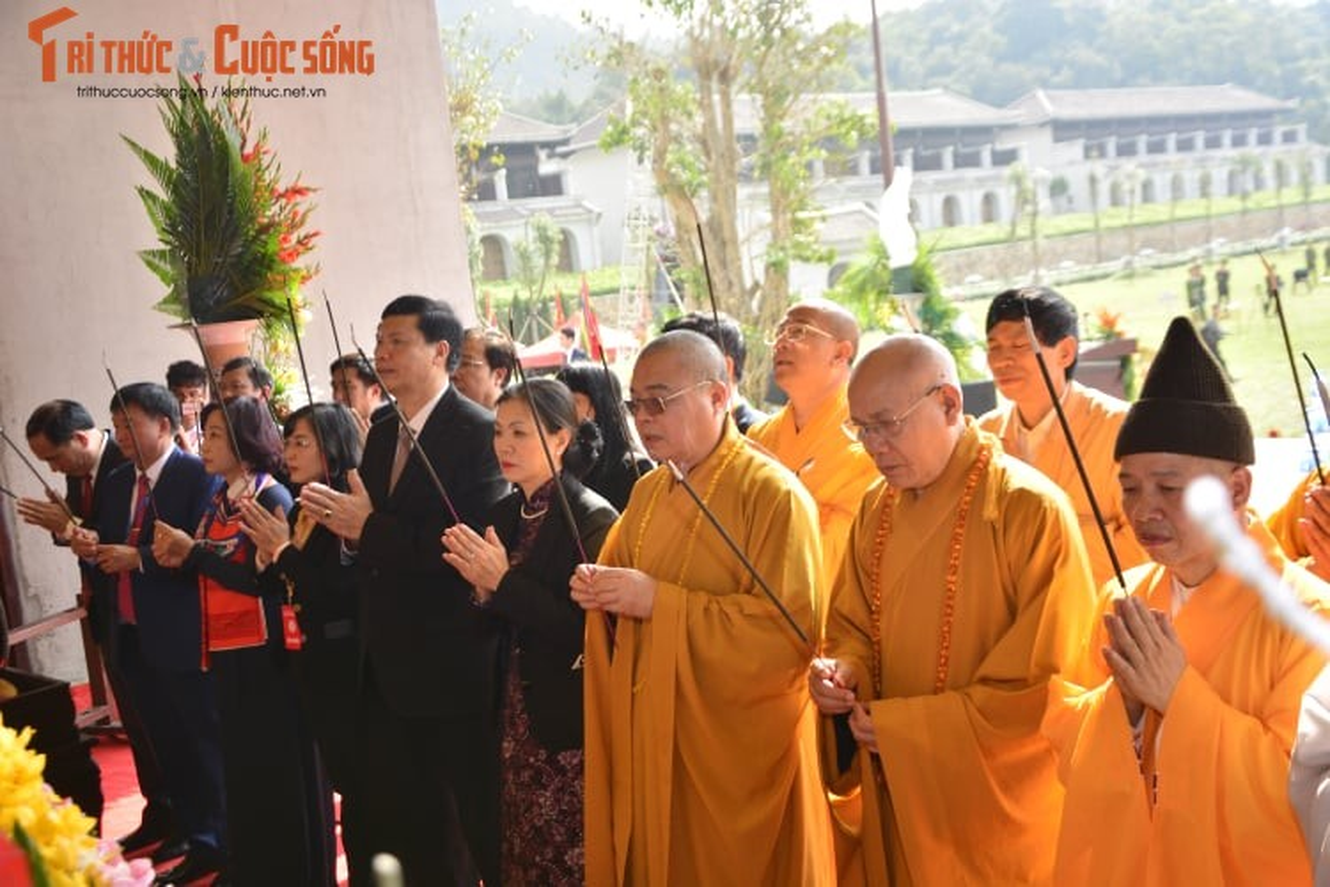 Dac sac, hoanh trang ngay khai hoi xuan Yen Tu 2019-Hinh-3