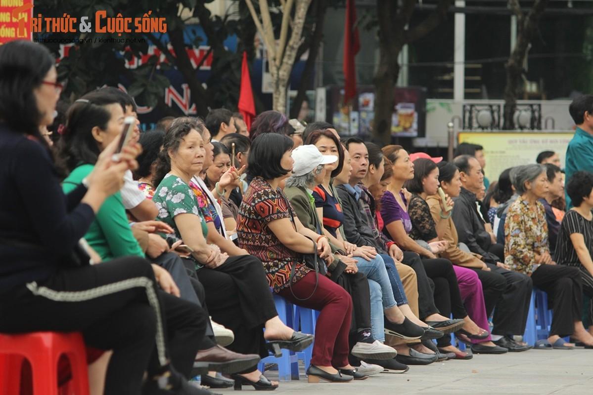 Khoanh khac nguoi than bin rin tien tan binh nhap ngu o Ha Noi-Hinh-4