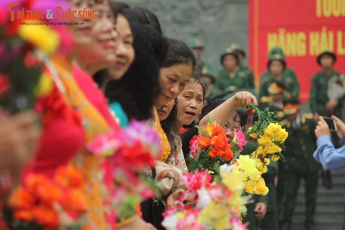 Khoanh khac nguoi than bin rin tien tan binh nhap ngu o Ha Noi-Hinh-5