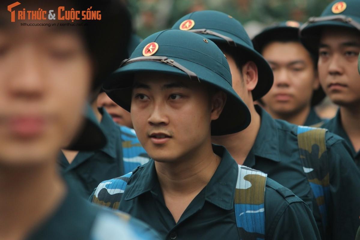 Khoanh khac nguoi than bin rin tien tan binh nhap ngu o Ha Noi-Hinh-7