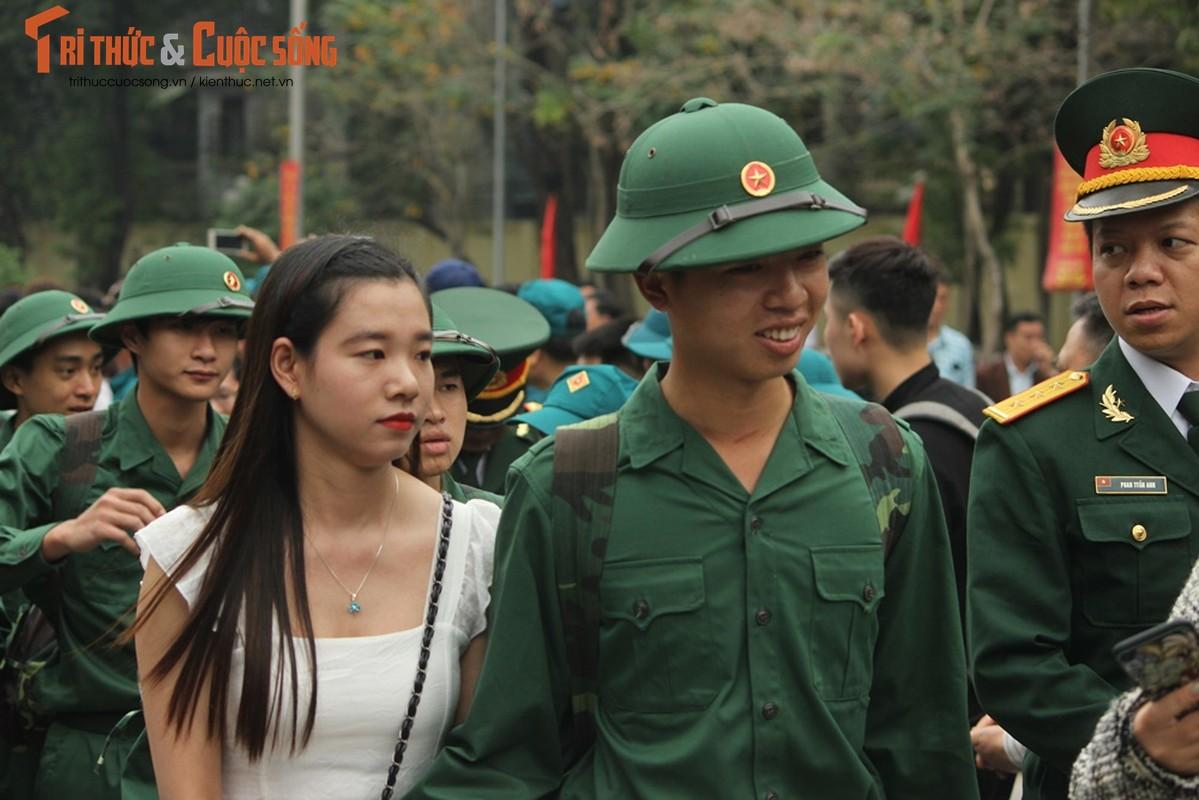 Khoanh khac nguoi than bin rin tien tan binh nhap ngu o Ha Noi-Hinh-8