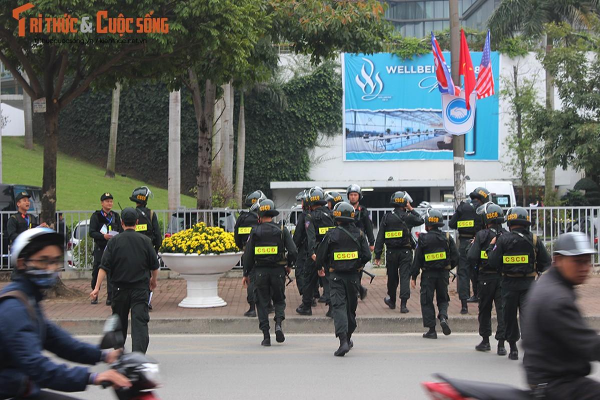 Chu tich Kim Jong-un dang den Ha Noi, an ninh duoc that chat tuyet doi-Hinh-9