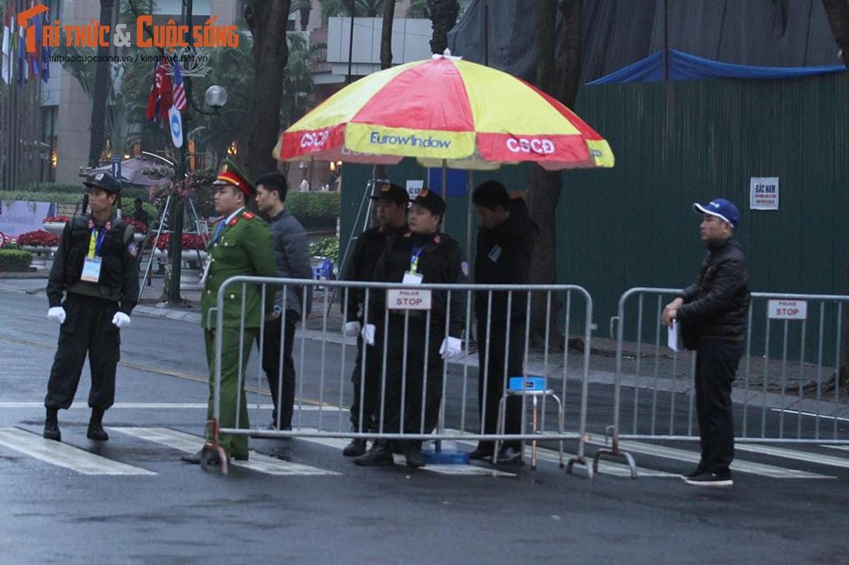 Chu tich Kim Jong-un dang den Ha Noi, an ninh duoc that chat tuyet doi-Hinh-2