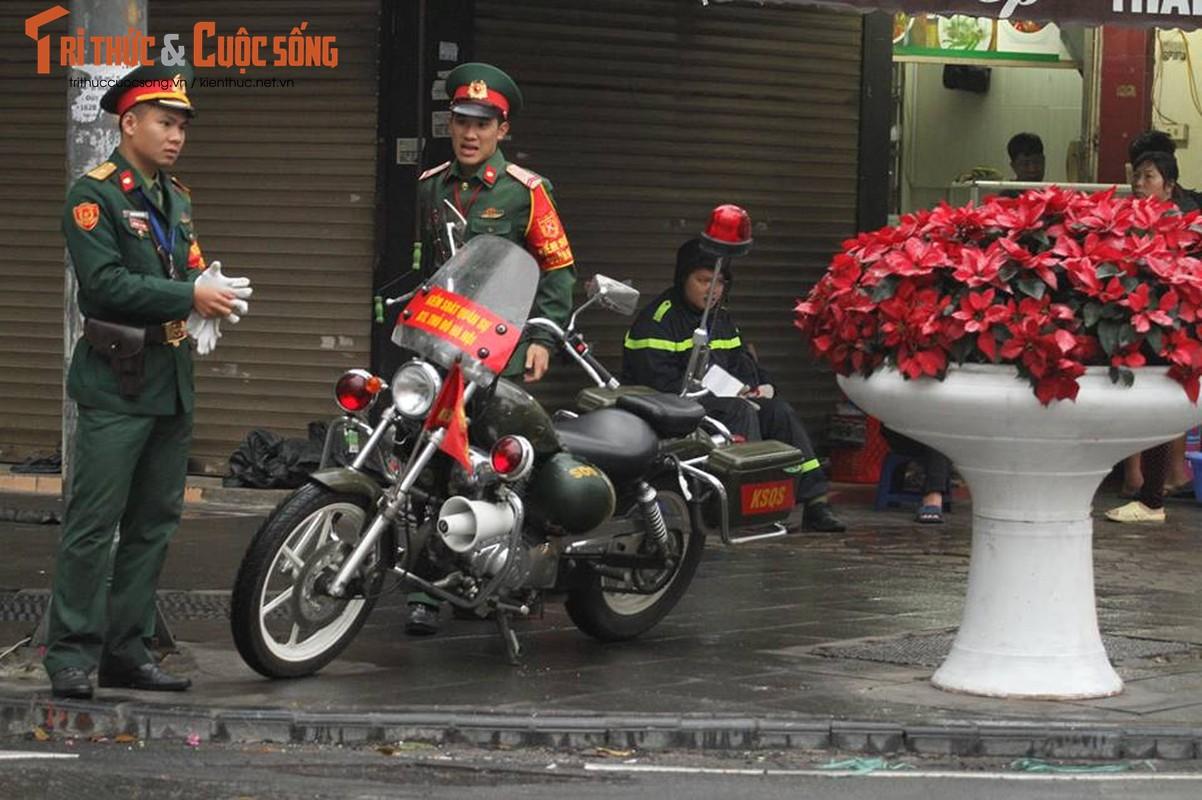 Chu tich Kim Jong-un dang den Ha Noi, an ninh duoc that chat tuyet doi-Hinh-3