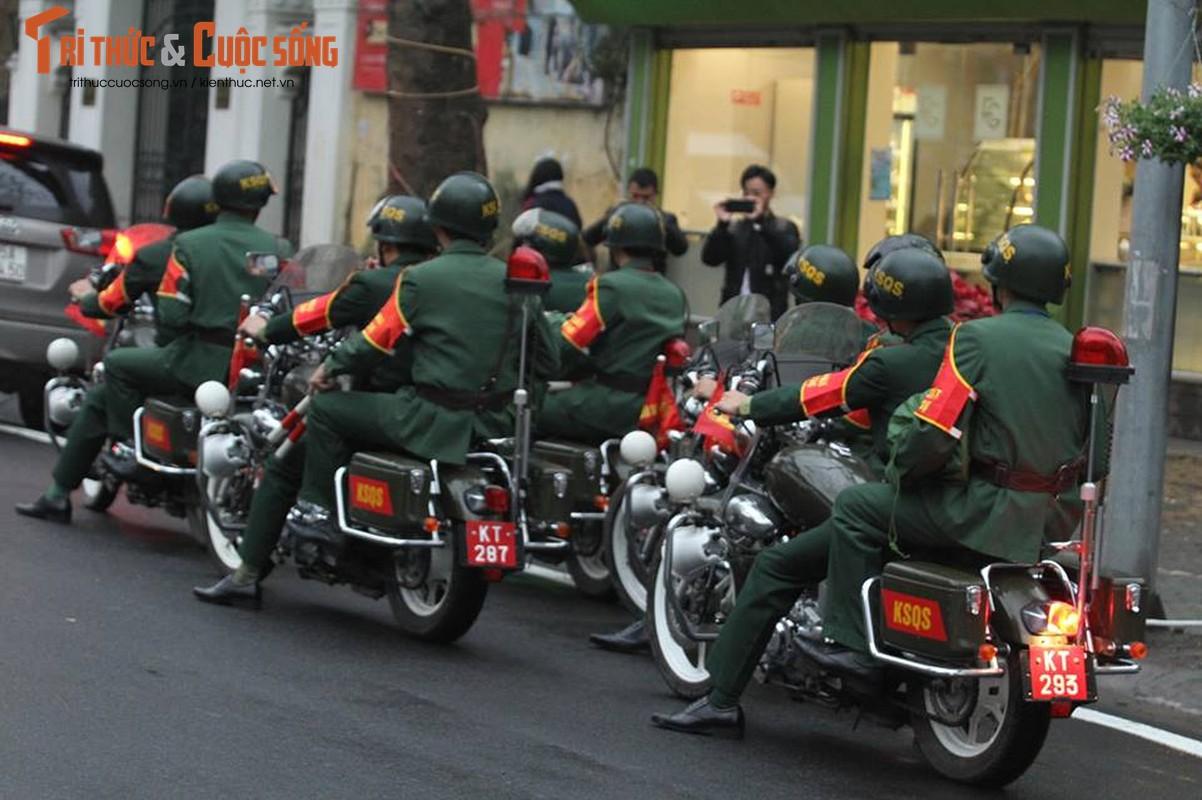 Chu tich Kim Jong-un dang den Ha Noi, an ninh duoc that chat tuyet doi-Hinh-5