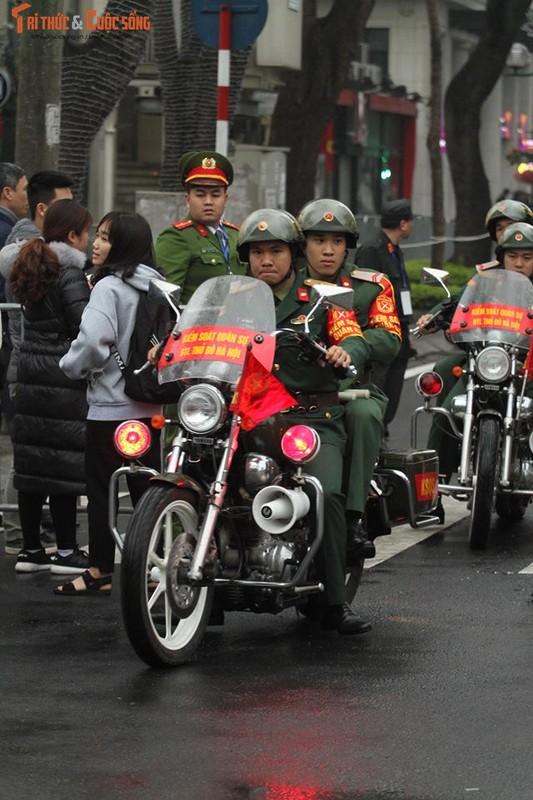 Chu tich Kim Jong-un dang den Ha Noi, an ninh duoc that chat tuyet doi-Hinh-6