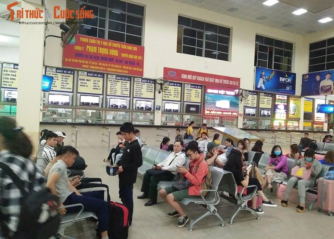 """Cai bang"" leo deo theo hanh khach xin tien o ben xe sau dip nghi Gio To-Hinh-13"