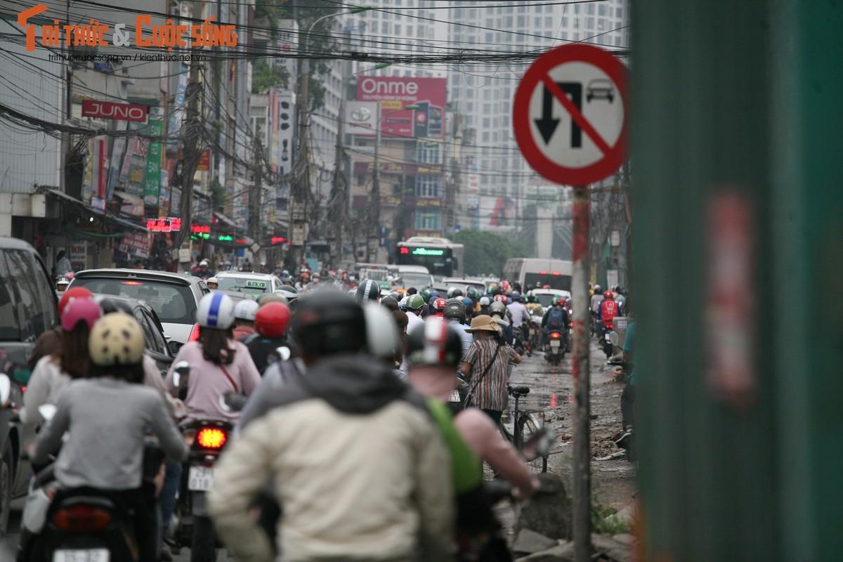 """Cai bang"" leo deo theo hanh khach xin tien o ben xe sau dip nghi Gio To-Hinh-16"