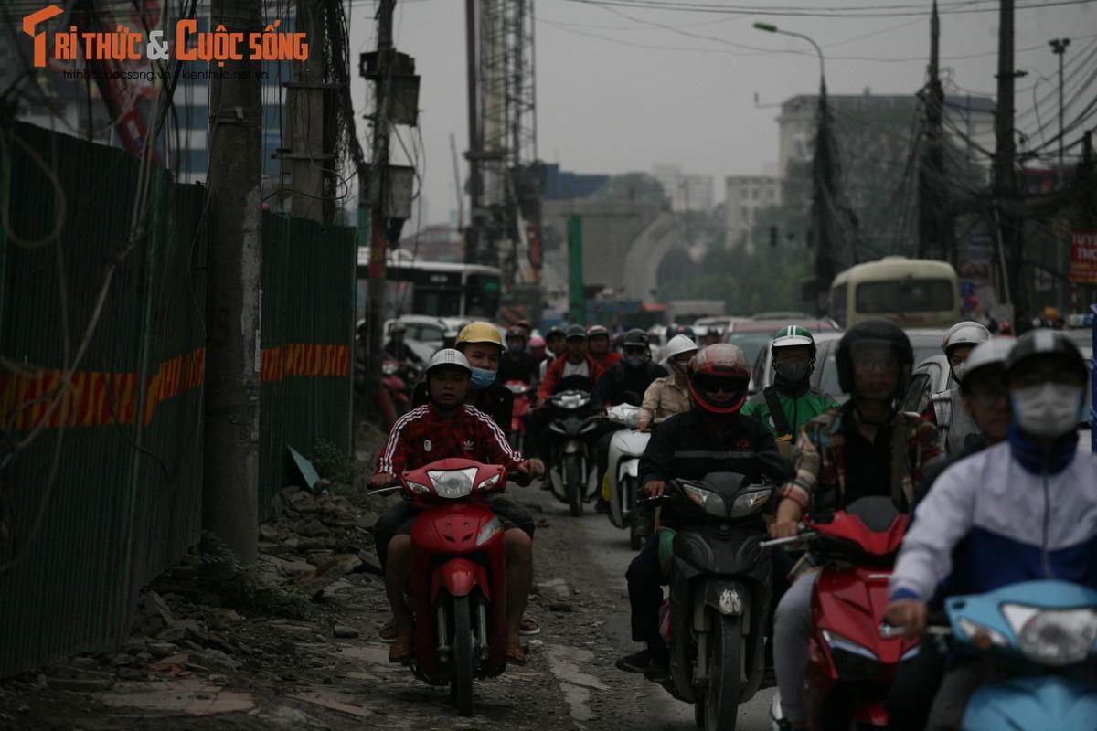 """Cai bang"" leo deo theo hanh khach xin tien o ben xe sau dip nghi Gio To-Hinh-17"