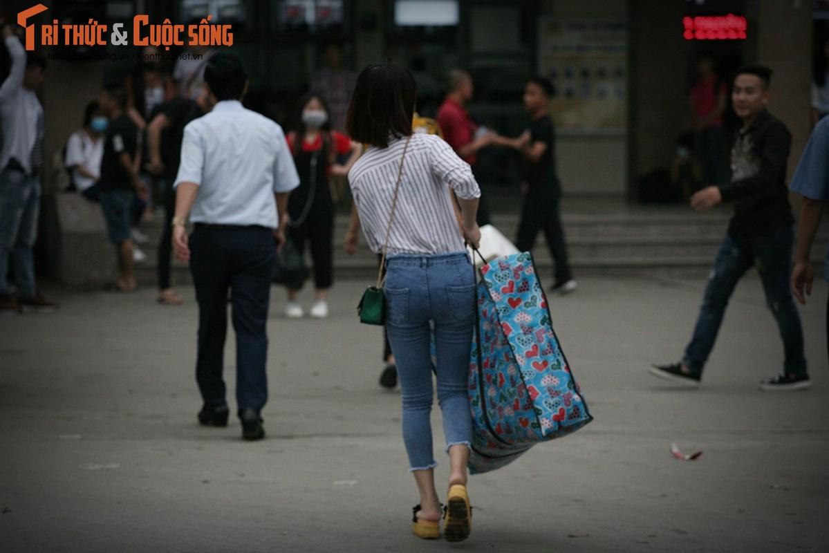 """Cai bang"" leo deo theo hanh khach xin tien o ben xe sau dip nghi Gio To-Hinh-5"