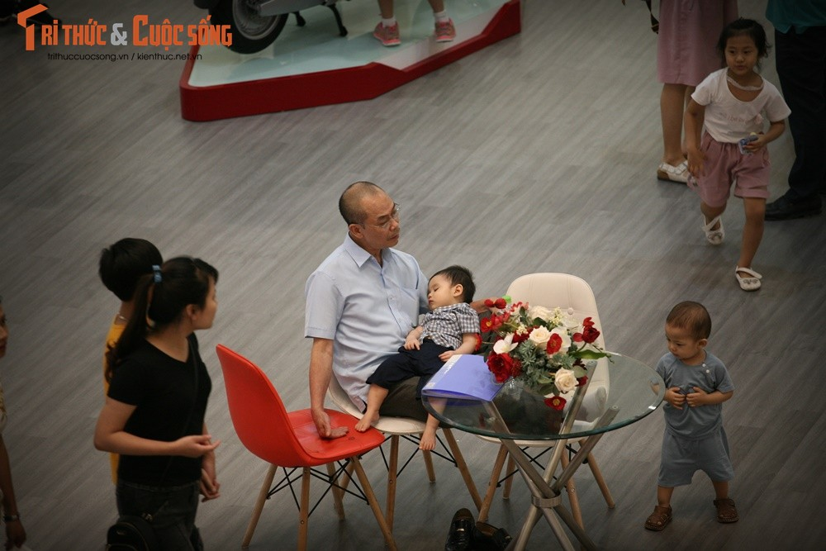 Hinh anh vang ve o TTTM, diem vui choi cua Ha Noi dip nghi Gio To-Hinh-12