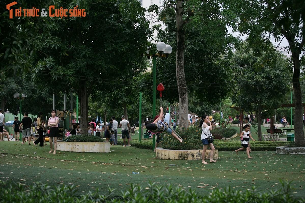 Hinh anh vang ve o TTTM, diem vui choi cua Ha Noi dip nghi Gio To-Hinh-18
