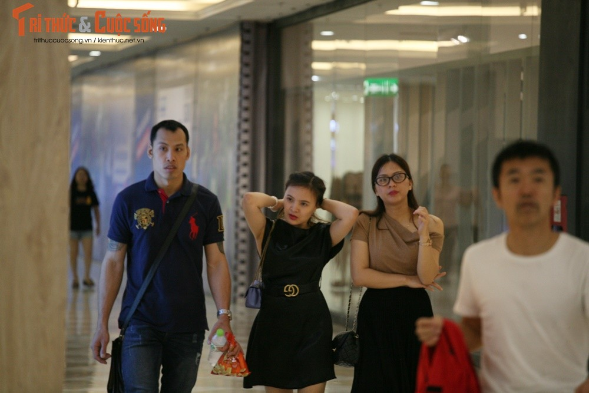 Hinh anh vang ve o TTTM, diem vui choi cua Ha Noi dip nghi Gio To-Hinh-6