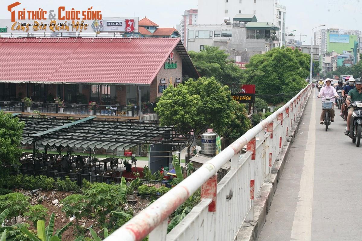 "Tan muc quan nhau ""qua mat"" phuong xay lan chiem hanh lang thoat lu song Hong-Hinh-4"