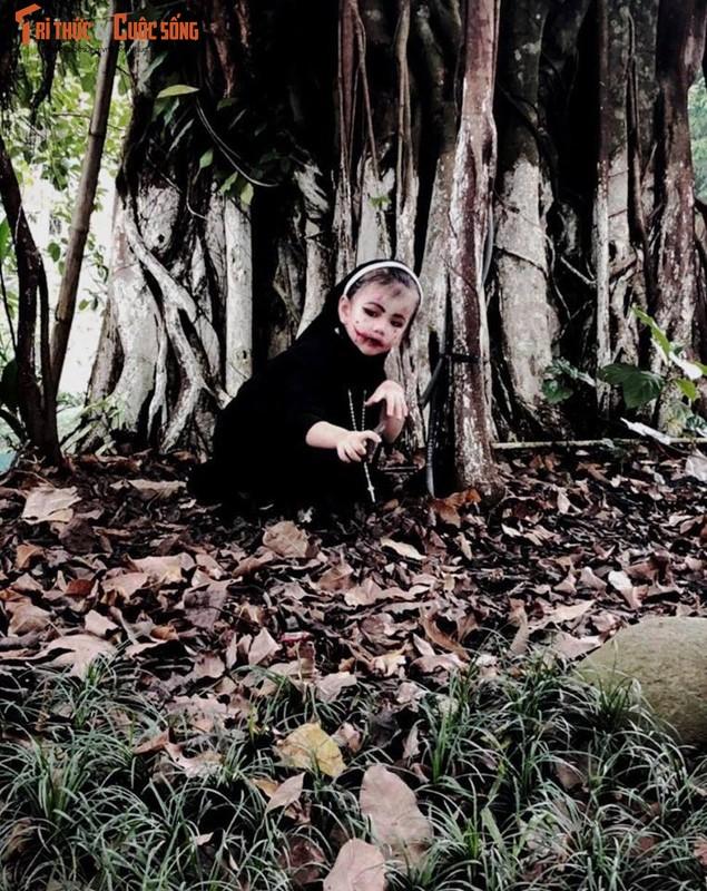 Valak phien ban nhi tu nhin minh trong guong roi bat khoc-Hinh-6