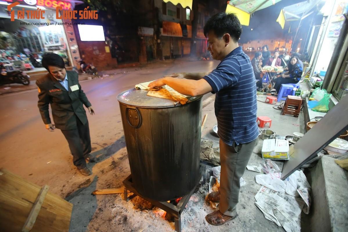 Chung tay goi banh chung Tet, nguoi Ha Noi xich gan nhau hon-Hinh-5