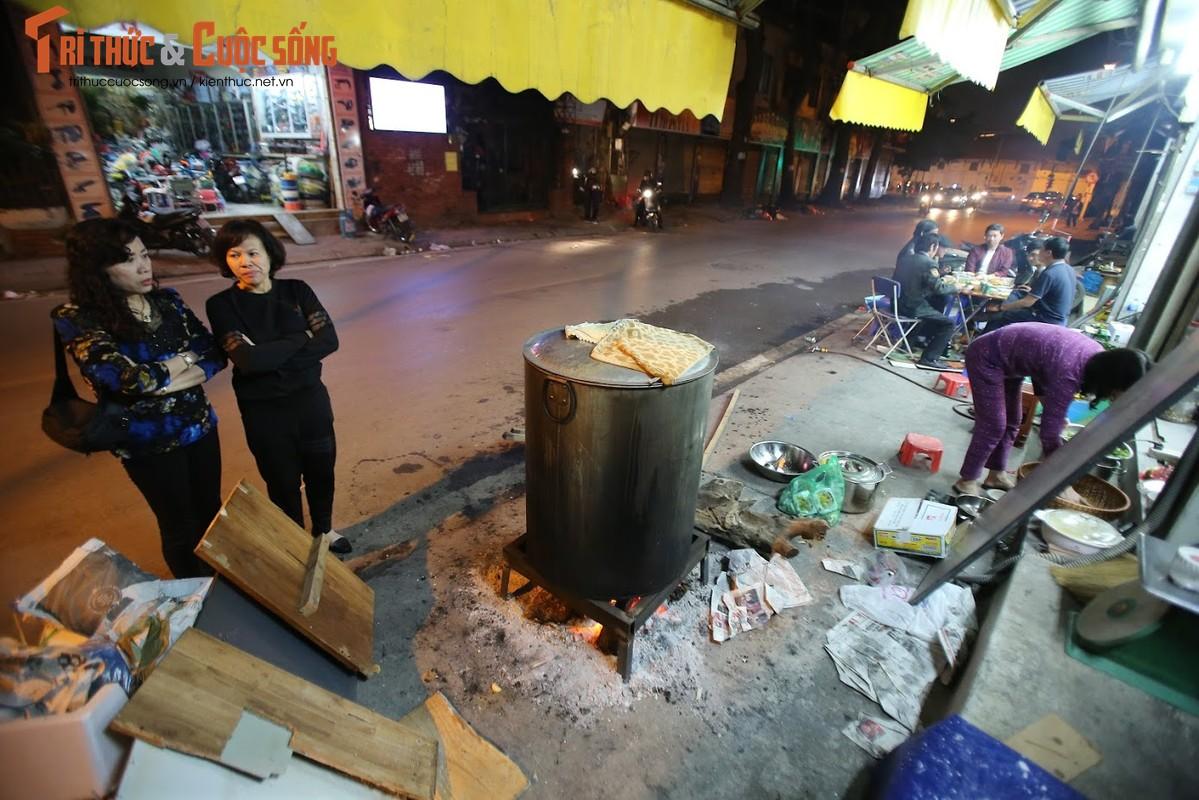 Chung tay goi banh chung Tet, nguoi Ha Noi xich gan nhau hon-Hinh-6
