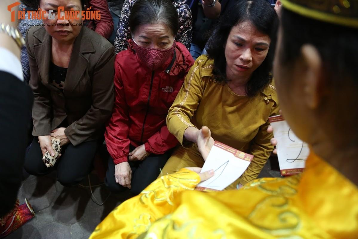 Nguoi Ha Noi xep hang tu to mo sang cho mua vang Via Than Tai-Hinh-4