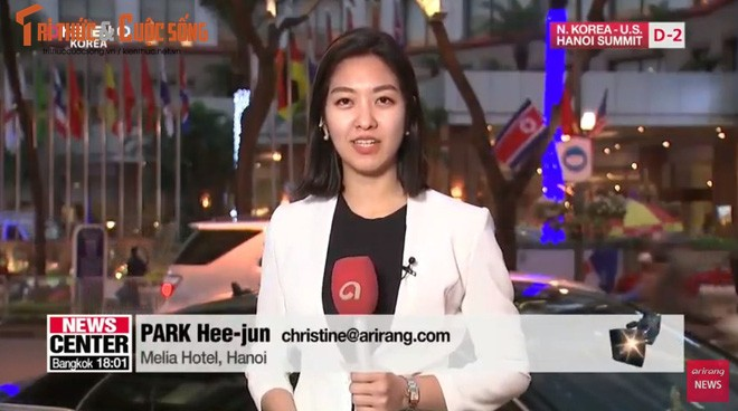 Nu phong vien Han Quoc tac nghiep tren via he Ha Noi gay sot MXH-Hinh-3
