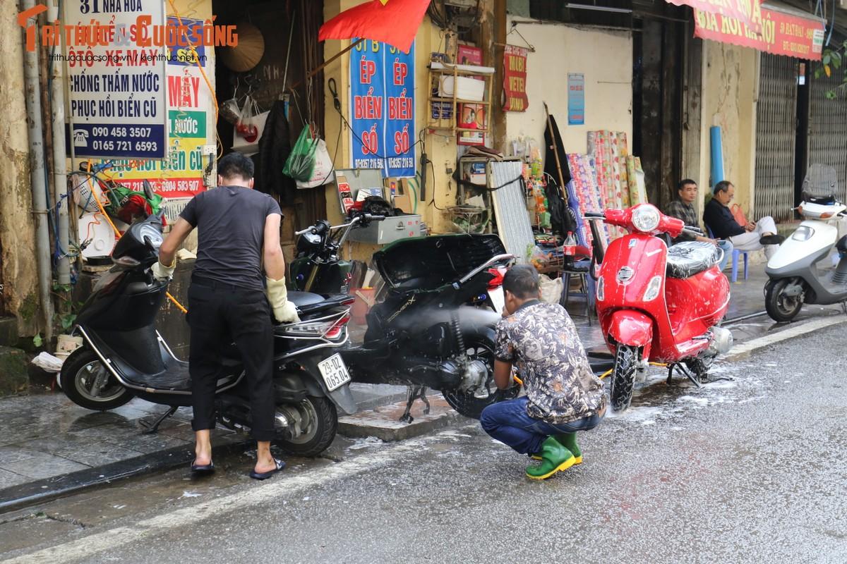 Chieu cuoi nam mat 50 - 60 nghin rua xe may, nhieu khach van danh