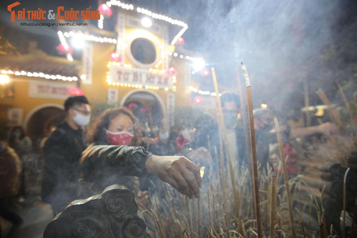 Tet Tan Suu 2021: Sau thoi khac giao thua, nguoi dan Thu Do thanh tam le chua-Hinh-2