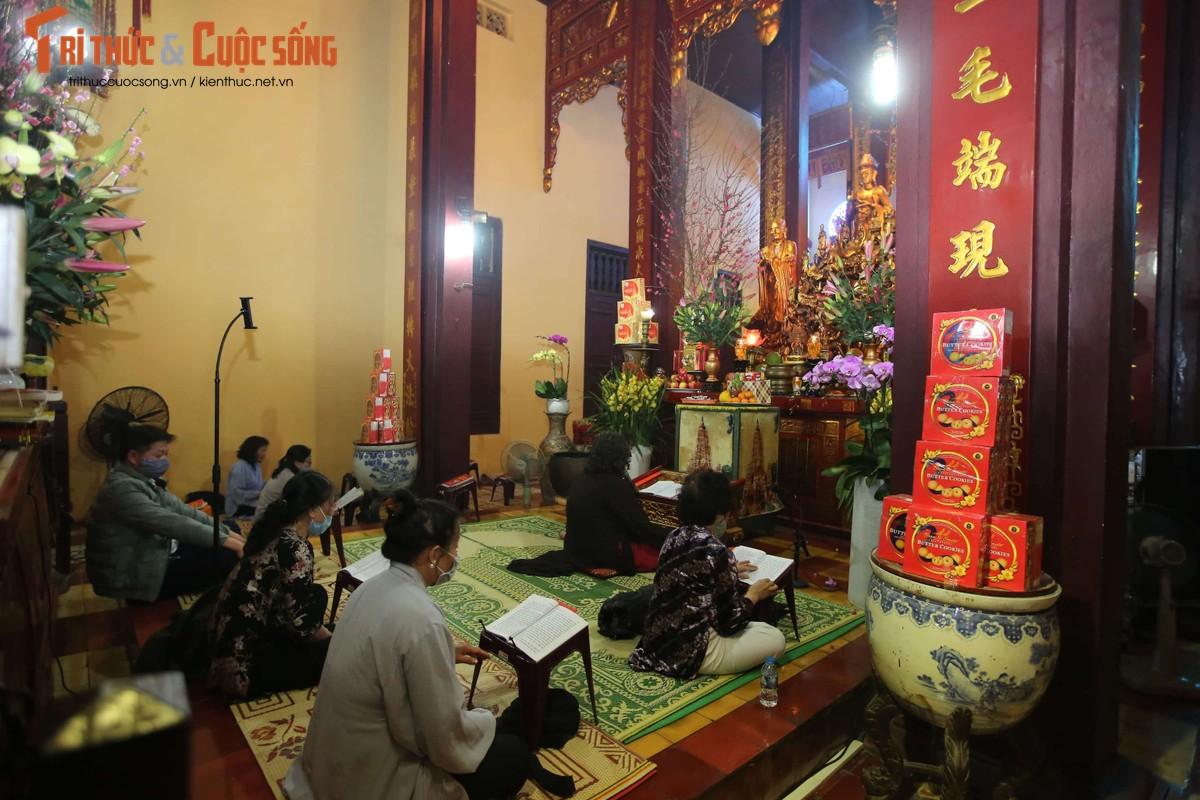 Tet Tan Suu 2021: Sau thoi khac giao thua, nguoi dan Thu Do thanh tam le chua-Hinh-6