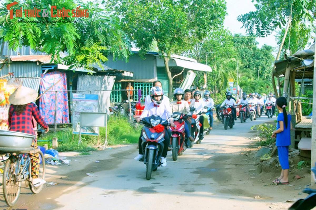 """Hon 50 xe Honda Winner ram ro """"cuop dau"""" o An Giang-Hinh-3"""