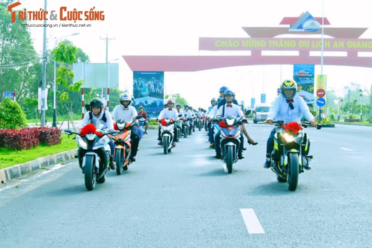 """Hon 50 xe Honda Winner ram ro """"cuop dau"""" o An Giang-Hinh-7"""