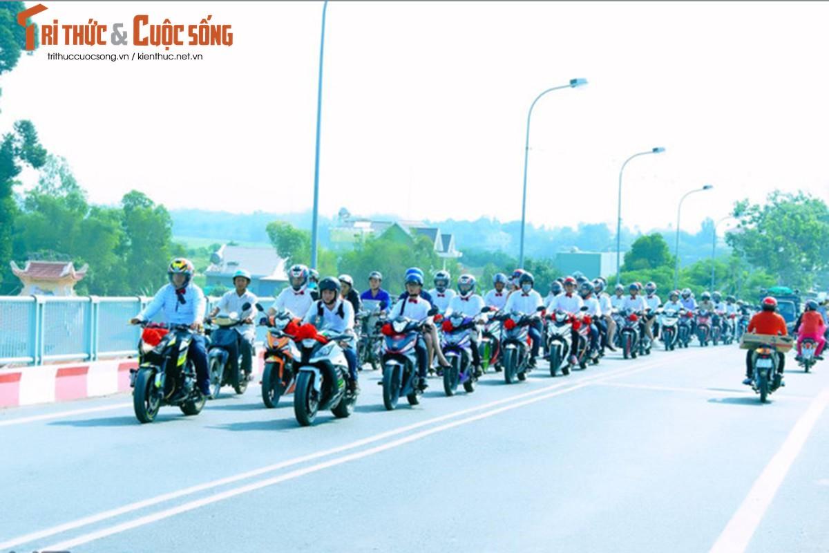 """Hon 50 xe Honda Winner ram ro """"cuop dau"""" o An Giang-Hinh-8"""