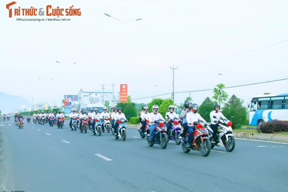 """Hon 50 xe Honda Winner ram ro """"cuop dau"""" o An Giang-Hinh-9"""
