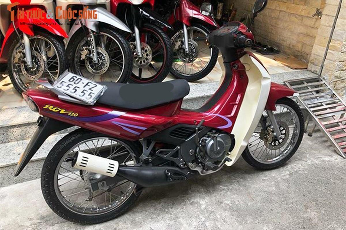 """Xe may Suzuki RGV bien """"ngu quy"""" hon 400 trieu o Sai Gon"""