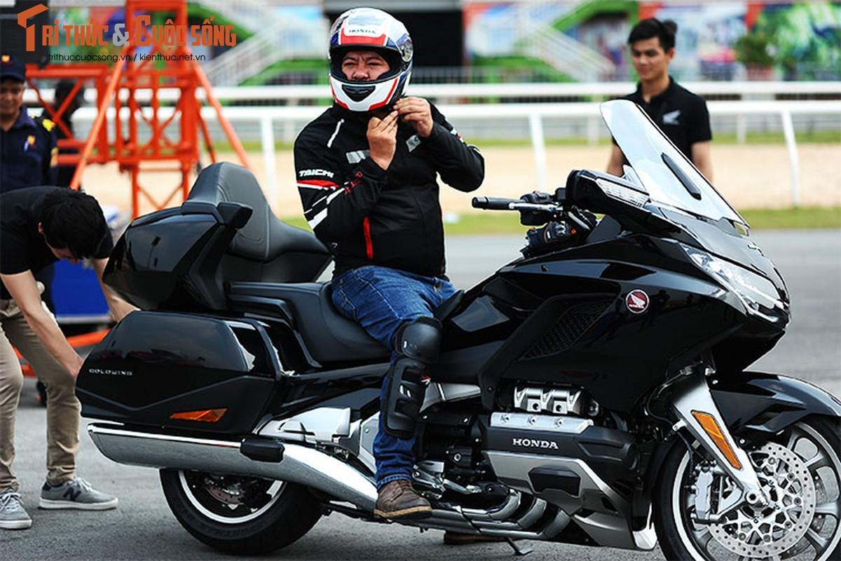 Danh gia moto Honda Gold Wing moi gia 1,2 ty tai Viet Nam-Hinh-13