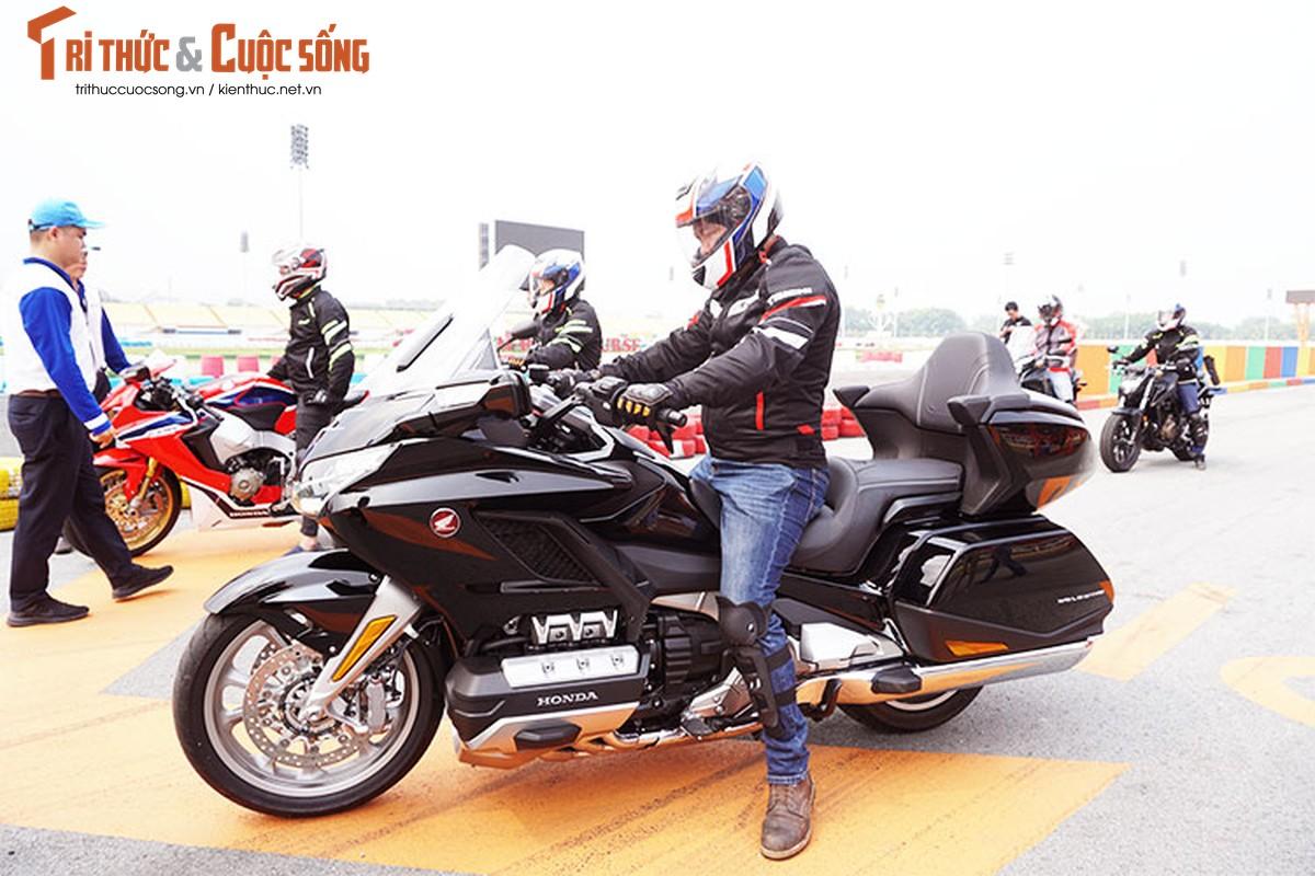Danh gia moto Honda Gold Wing moi gia 1,2 ty tai Viet Nam-Hinh-14