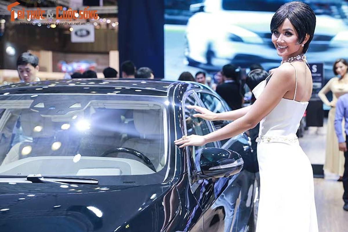 Hoa hau H'Hen Nie do dang cung dan xe sang Mercedes-Benz-Hinh-4